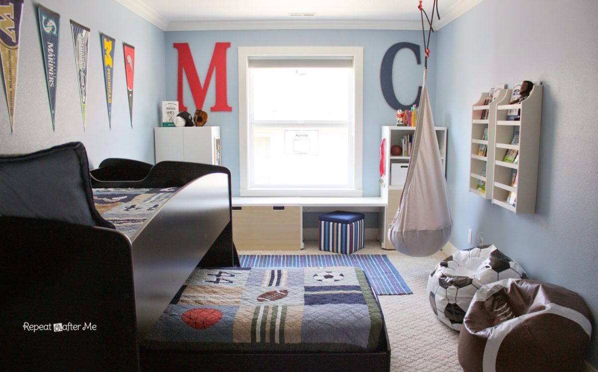 Boring to bold boys sports themed bedroom repeat crafter me for Bedroom ideas for 3 year old boy
