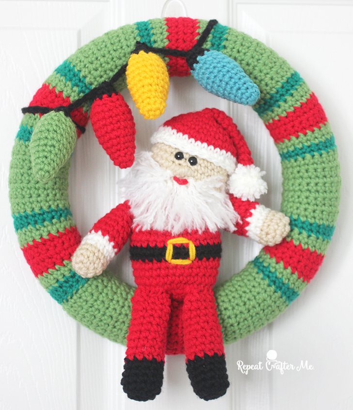 Crochet Pattern For Xmas Wreath : Crochet Christmas Wreath - Repeat Crafter Me