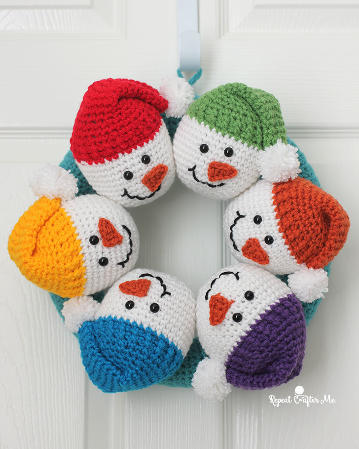 Circle Of Snowmen Crochet Wreath Repeat Crafter Me